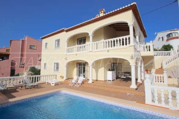 Chalet superior de 3 dormitorios con impresionantes vistas a las montañas y el mar en Orba, 03795 Orba (España), Villa
