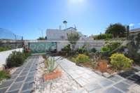 Maison mitoyenne très bien entretenue à quelques mètres de la plage de sable d'El Vergel - place de parking