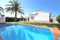 Villa de estilo rústico sobre espaciosa parcela cerca del mar en Els Poblets - Villa en Els Poblets