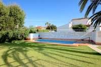 Villa de estilo rústico sobre espaciosa parcela cerca del mar en Els Poblets - Piscina