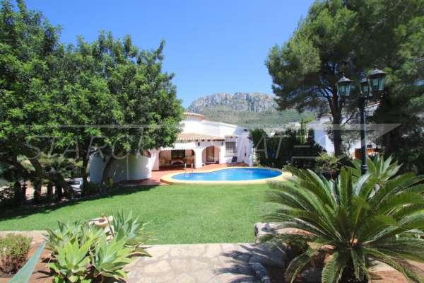 Chalet con potencial de expansión e impresionantes vistas al mar en Monte Pego, 03789 Dénia (España), Villa