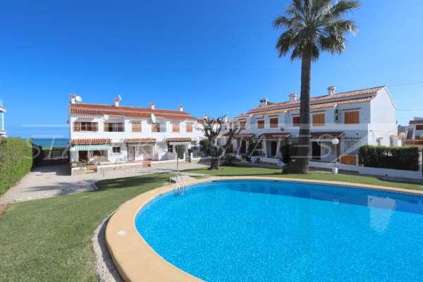 Brisa de mar – Atractivo adosado en primera línea de playa en una bonita urbanización, 03779 Els Poblets (España), Casa adosada