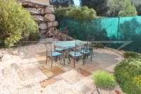 Großzügiger Wohnkomfort mit traumhaftem Meerblick am Monte Pego - Garten