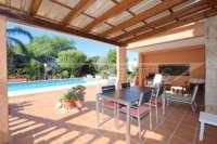 Großzügige Villa in ruhiger Lage mit herrlichem Blick nur 1 km von Denia Innenstadt - Überdachte Terrasse