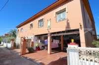 Großzügige Villa in ruhiger Lage mit herrlichem Blick nur 1 km von Denia Innenstadt - Parkplatz