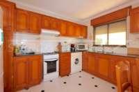 Großzügige Villa in ruhiger Lage mit herrlichem Blick nur 1 km von Denia Innenstadt - Küche Apartment
