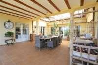Paradiesisches Finca Anwesen in herrlicher Privatlage mit Blick in die Bergkette in Pedreguer - Überdachte Terrasse