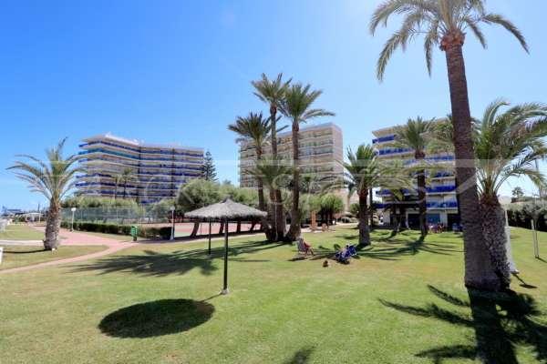 Apartamento en primera línea de playa en bonita urbanización en Denia, 03700 Dénia (España), Piso con terraza