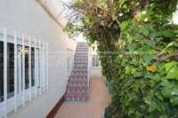 Gemütliche Villa zwischen Golfplatz und natürlichen Dünen in Oliva Nova - Treppe
