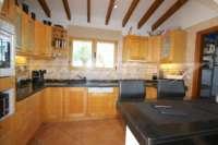 Villa mit Wellnessbereich und traumhaftem Panoramameerblick am Monte Pego - Küche