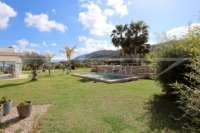 Aussi belle que neuve et moderne est cette finca de style méditerranéen à Benidoleig - terrasse piscine