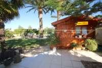 Villa de 3 chambres bien entretenue sur un grand terrain dans un endroit tranquille de Els Poblets - Abri de jardin