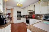 Villa mit viel Platzangebot in idyllischer Privatlage mit traumhaftem Meerblick in Benidoleig - Küche
