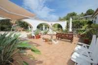 Großzügige Finca in idyllischer Privatlage mit herrlichem Blick auf den Peñon de Ifach in Benissa - Patio