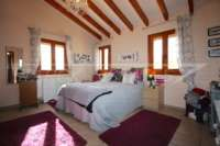 Großzügige Finca in idyllischer Privatlage mit herrlichem Blick auf den Peñon de Ifach in Benissa - Hauptschlafzimmer