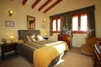 Großzügige Finca in idyllischer Privatlage mit herrlichem Blick auf den Peñon de Ifach in Benissa - Schlafzimmer