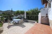 Jolie maison mitoyenne bien entretenue avec piscine commune à Rafol de Almunia - Terrasse
