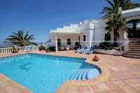 Exclusiva propiedad de lujo en ubicación privilegiada de Denia con impresionantes vistas - Piscina privada