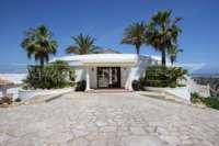 Exclusiva propiedad de lujo en ubicación privilegiada de Denia con impresionantes vistas - Entrada a la casa