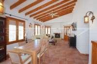 Villa mit separatem Apartment und Meerblick in Monte Pego - Wohn-/ Esszimmer