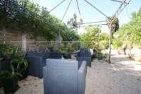 Farbenfrohes Ferienhaus unweit vom Meer und Ortskern in Els Poblets - Gemütliche Sitzecken