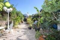 Farbenfrohes Ferienhaus unweit vom Meer und Ortskern in Els Poblets - Privater Gartenbereich