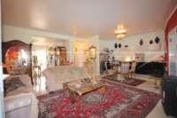 Farbenfrohes Ferienhaus unweit vom Meer und Ortskern in Els Poblets - Wohnzimmer
