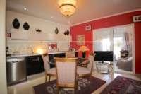 Farbenfrohes Ferienhaus unweit vom Meer und Ortskern in Els Poblets - Esszimmer