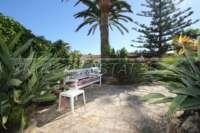 3 Schlafzimmer Villa auf großem Grundstück in ruhiger Ortsrandlage von Els Poblets - Terrasse