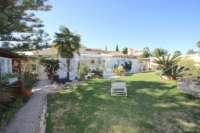 3 Schlafzimmer Villa auf großem Grundstück in ruhiger Ortsrandlage von Els Poblets - Pflegeleichter Garten