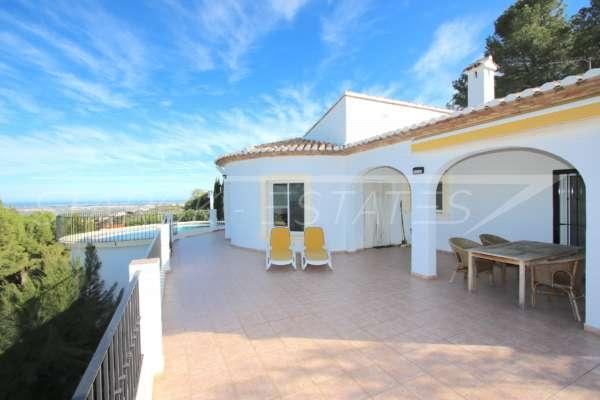 Chalet moderno de 4 dormitorios con vistas únicas sobre el valle de Orba hasta el mar Mediterráneo, 03792 Orba (España), Villa