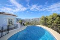 Chalet moderno de 4 dormitorios con vistas únicas sobre el valle de Orba hasta el mar Mediterráneo - Terraza de piscina