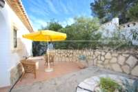 Chalet moderno de 4 dormitorios con vistas únicas sobre el valle de Orba hasta el mar Mediterráneo - Patio