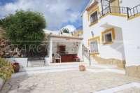Top gepflegte Villa mit separatem Apartment, Pool und Sonne pur in Rafol d'Almunia - Sommerküche