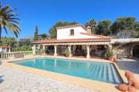 Finca clásica mediterránea en una ubicación privilegiada en Denia - Casa en Denia
