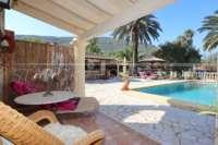 Finca clásica mediterránea en una ubicación privilegiada en Denia - Terraza de piscina grande