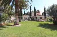 Finca clásica mediterránea en una ubicación privilegiada en Denia - Jardín con palmeras