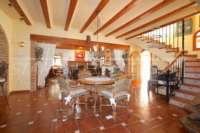 Finca clásica mediterránea en una ubicación privilegiada en Denia - Salón / comedor