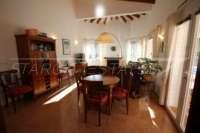 Chalet perfecto de 2 dormitorios en parcela de esquina soleada en Monte Pego - Comedor