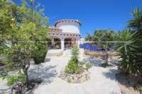 Attraktive 3 SZ Villa auf flachem Grundstück in herrlicher Südlage am Monte Pego - Pflegeleichter Garten