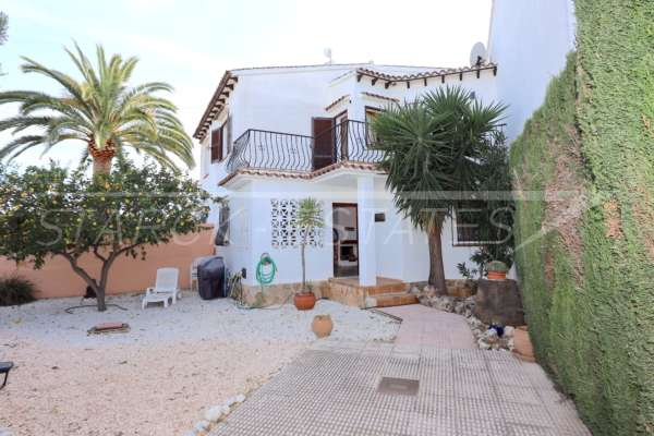Bonita casa adosada de esquina con jardín privado cerca de la playa en Els Poblets, 03779 Els Poblets (España), Última casa adosada