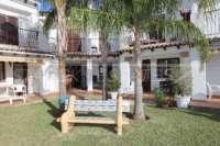 Bonita casa adosada de esquina con jardín privado cerca de la playa en Els Poblets - Banco de jardín