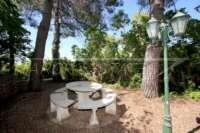 Mediterrane Villa auf privatem Grundstück mit traumhaftem Blick am Monte Pego - Pinienwald