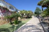 Mediterrane Villa auf privatem Grundstück mit traumhaftem Blick am Monte Pego - Einfahrt