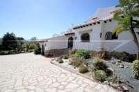 Mediterrane Villa auf privatem Grundstück mit traumhaftem Blick am Monte Pego - Eingang