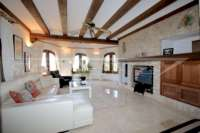 Mediterrane Villa auf privatem Grundstück mit traumhaftem Blick am Monte Pego - Wohnzimmer