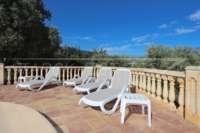 Belle villa avec piscine et vue sur la vallée d'Orba - Zone de bronzage