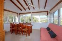 Belle villa avec piscine et vue sur la vallée d'Orba - salle à manger