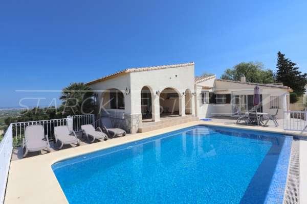 Villa bien entretenue avec piscine à débordement et magnifique vue panoramique à Orba, 03795 Orba (Espagne), Villa