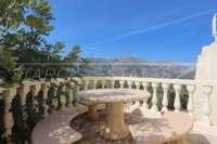 Villa bien entretenue avec piscine à débordement et magnifique vue panoramique à Orba - Patio